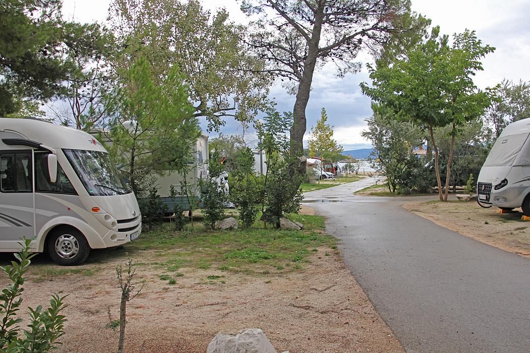 Camping Stobrec Split liger i direkt anslutning till stranden och campingtomterna är väl tilltagna.