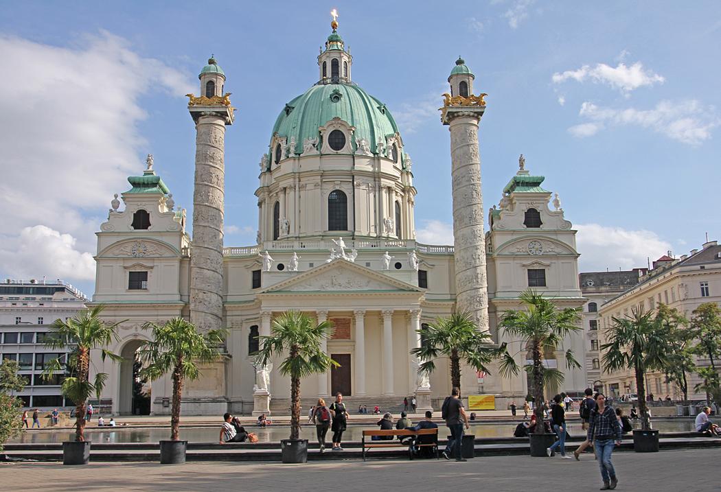Karlskirche är en av de mest enastående barockkyrkorna norr om Alperna.