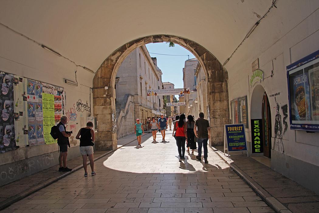 På väg in till gamla stadens centrum.