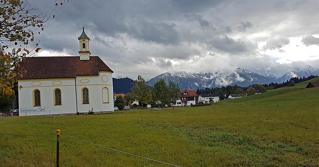Utsikt på promenaden in till centrum i Füssen