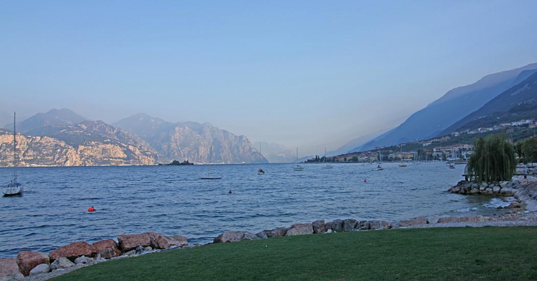 Ett exempel på vy efter den östra sidan av Gardasjön.