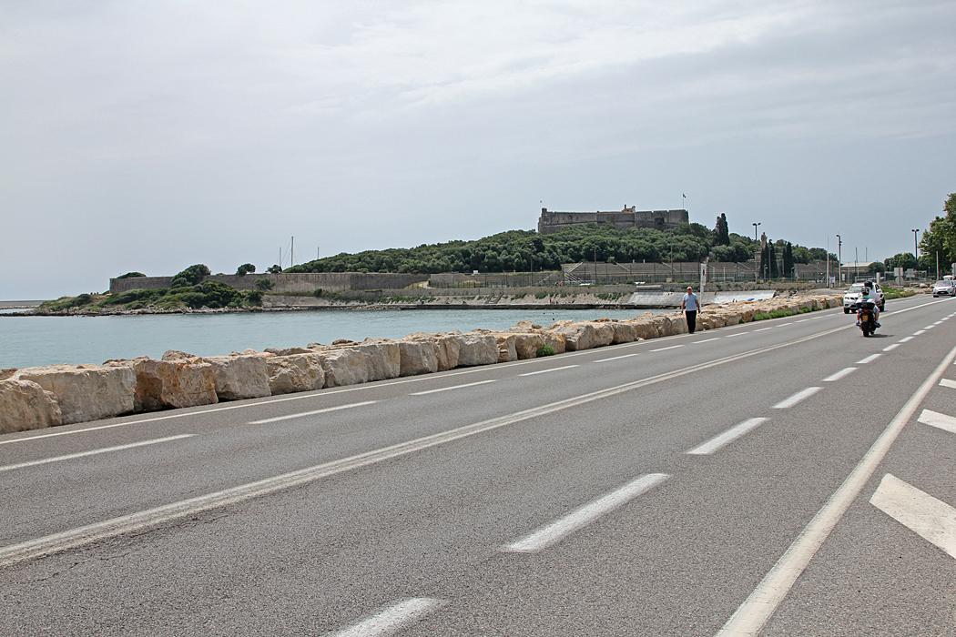 Cyklisterna får samsas med övrig trafik mellan Villeneuve-Loubet och Antibes.