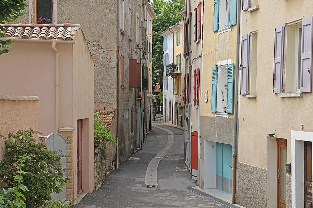 Castellane är en gammal by med smala charmiga gränder.