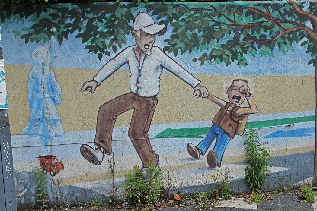 Målning på muren vid en förskola.