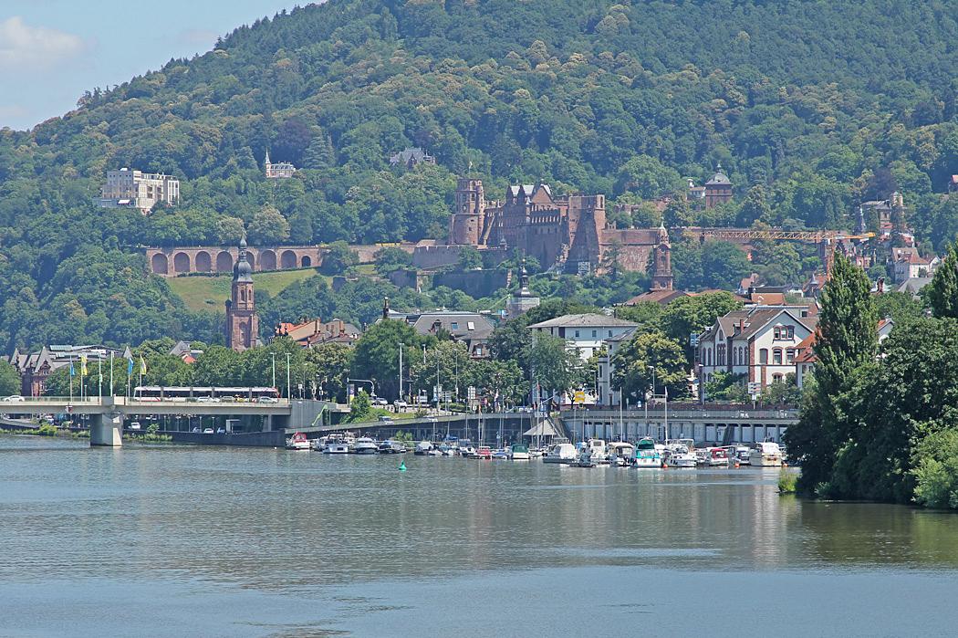 I bakgrunden syns Heidelbergs slottsruin.