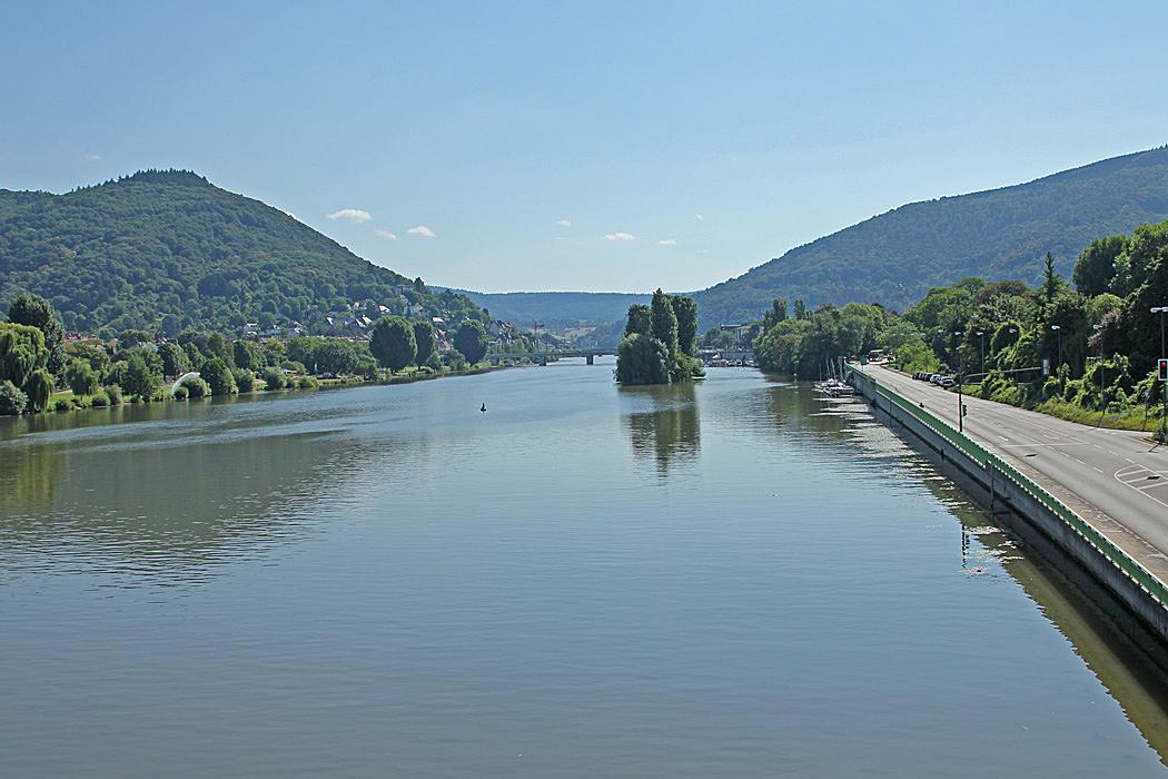 Från en bro över floden Neckar mötte oss denna vackra vy.