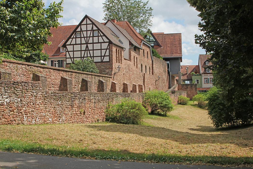 Gamla stadsmuren i Ladenburg.