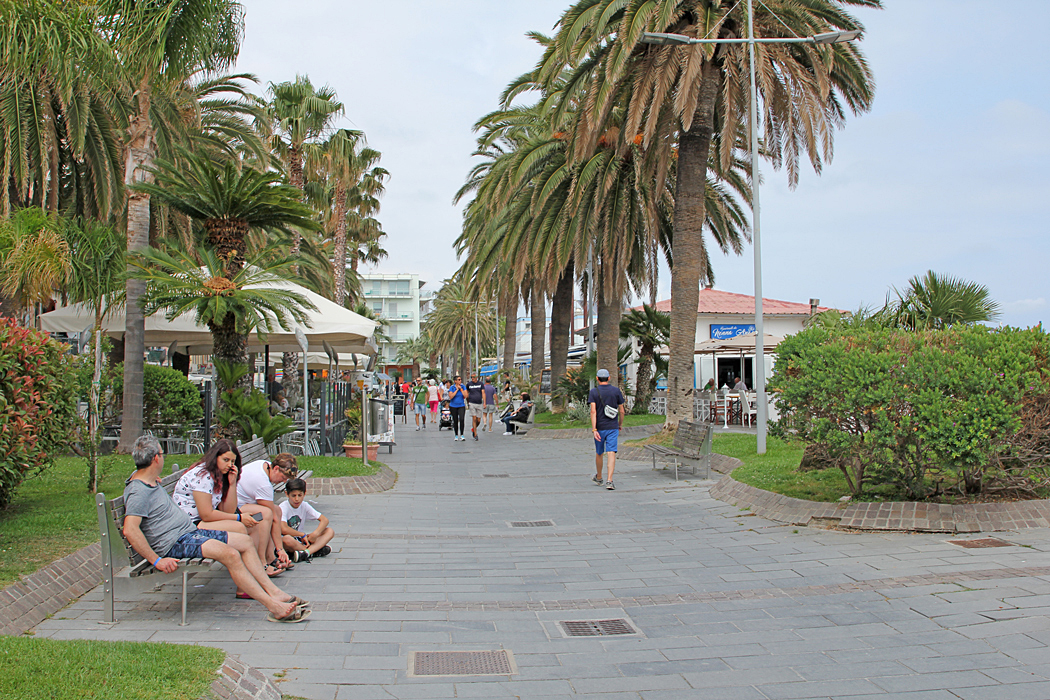 Strandpromenad i Loano, Italien.