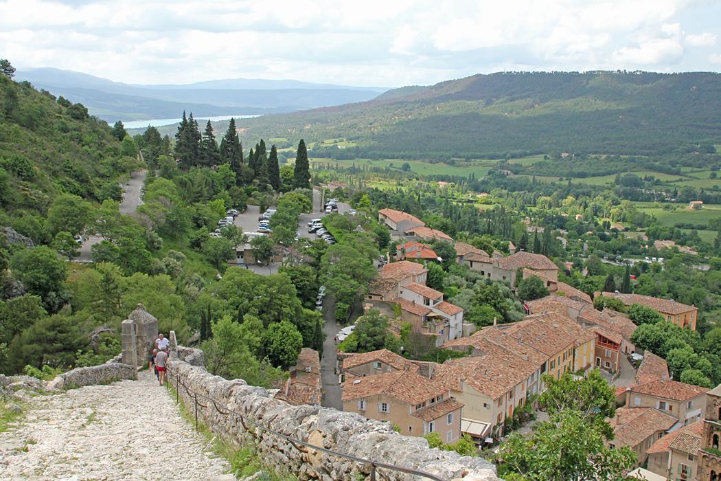 Utsikt över en del av byn Moustiers-Sainte-Marie.