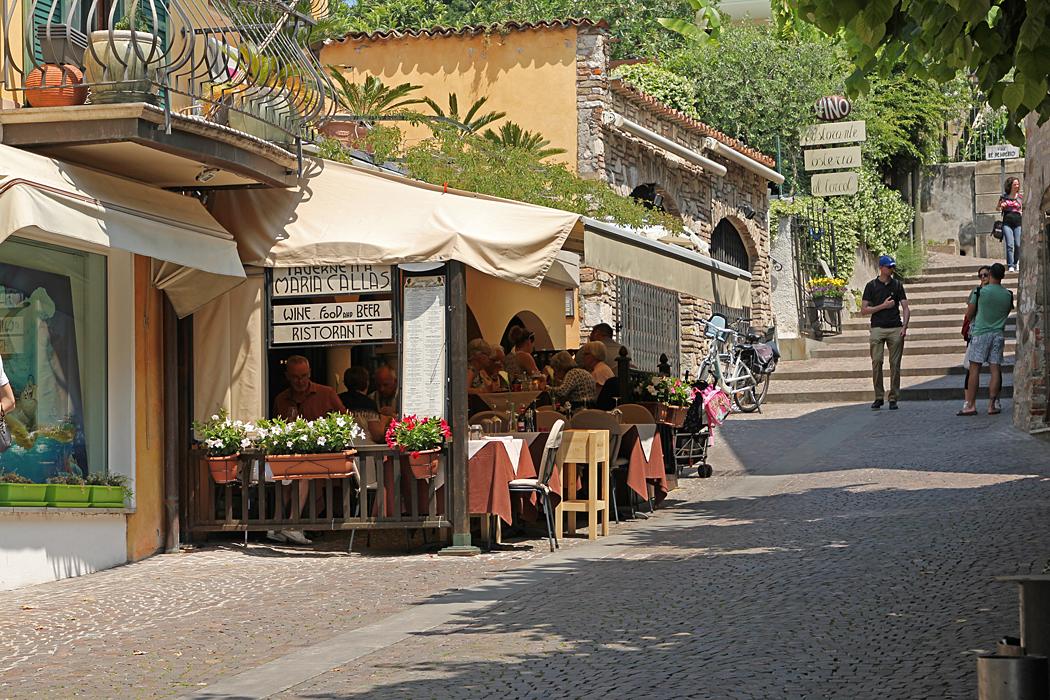 En av många restauranger i Sirmione, Italien.