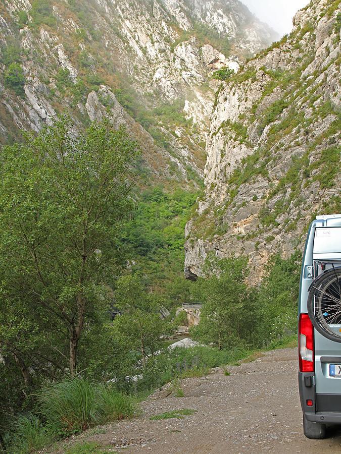 I början gick vägen nere i ravinen bredvid floden Verdon.