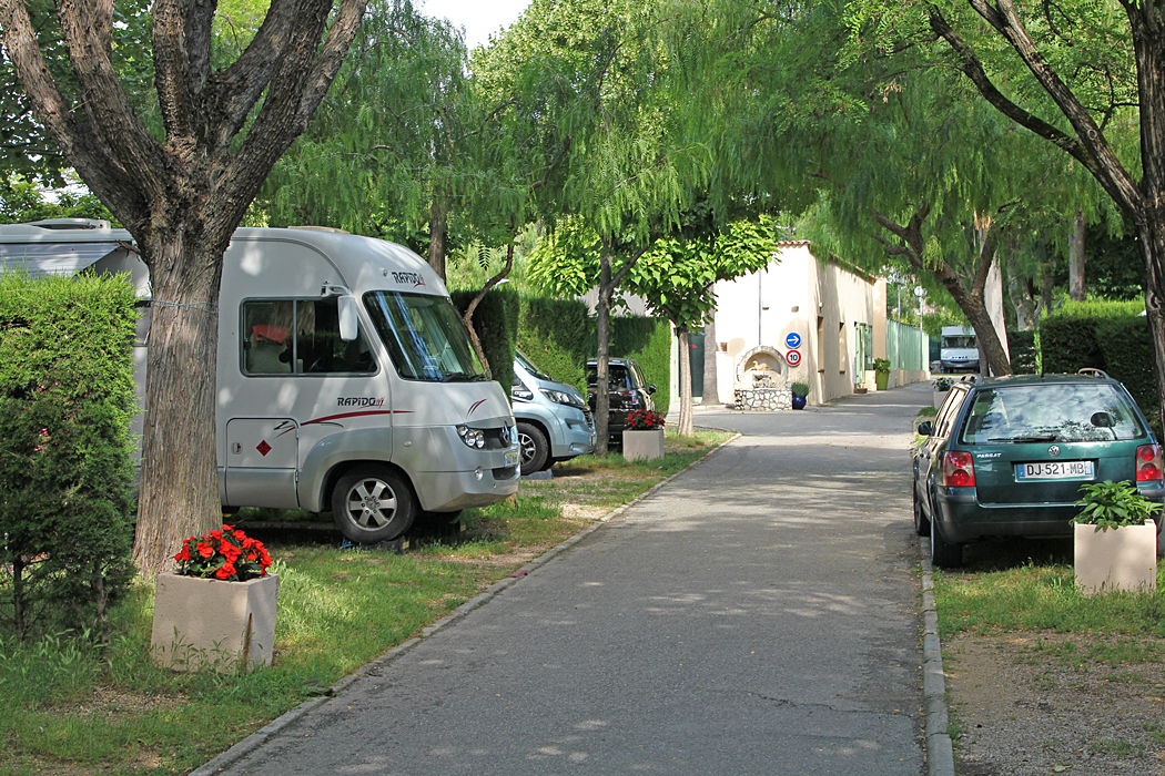 Camping L'hippodrome i Villeneuve-Loubet har små skuggiga platser.