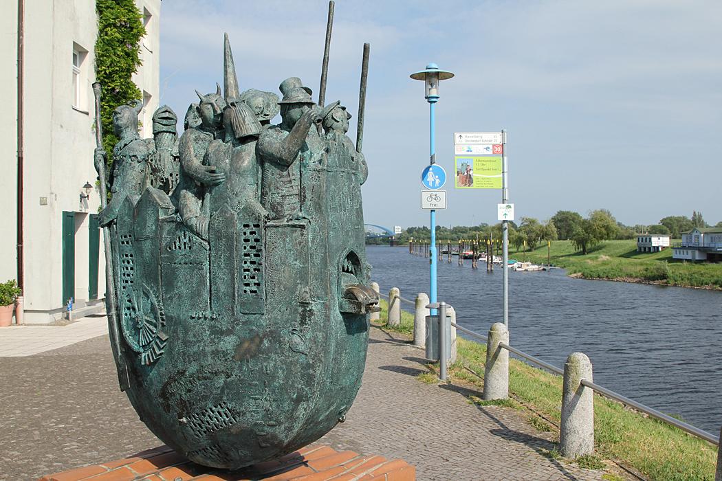En lite märklig staty i Wittenberge.