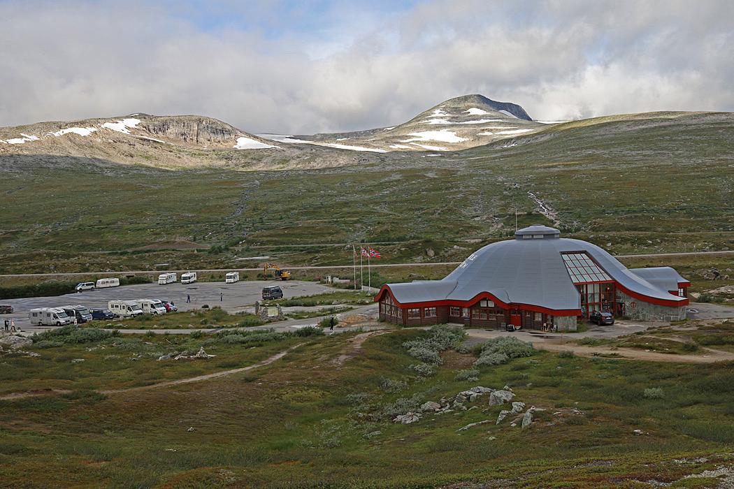 Saltfjellet med byggnaden vid polcirkeln i Norge.