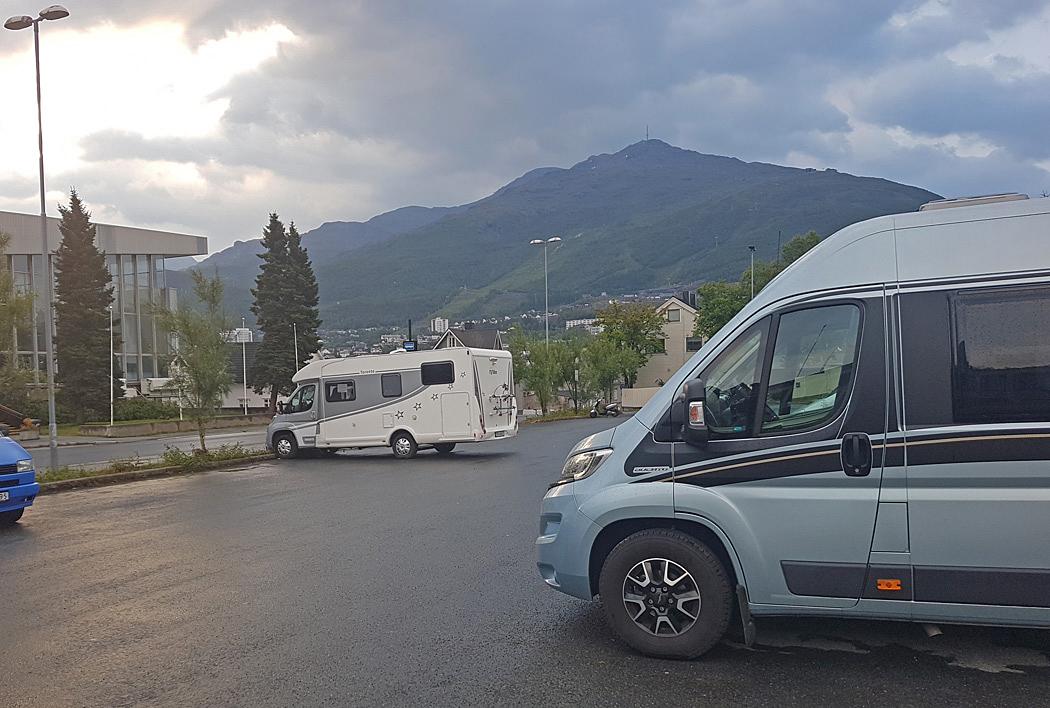 I Narvik hittade vi en vanlig parkeringsplats för övernattning.