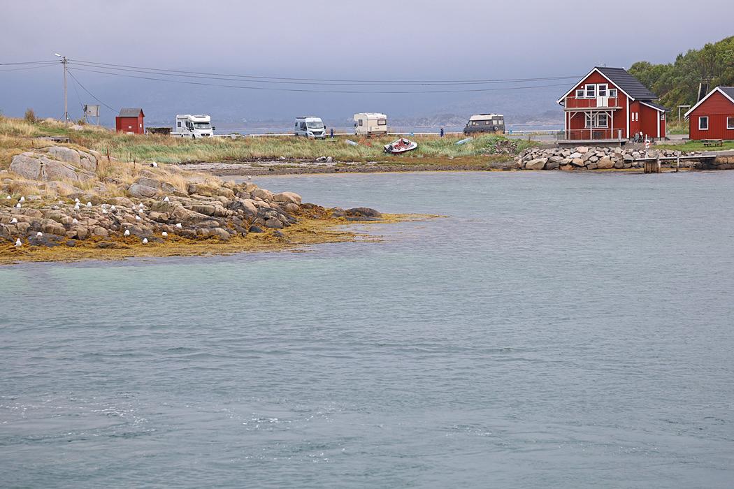 Ställplatsen i Lödingen ligger ute på en liten ö.