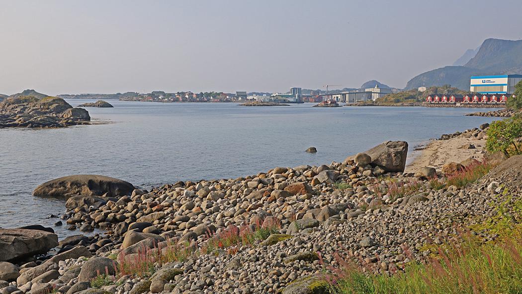 Vi närmar oss Svolvear som är Lofotens största stad.