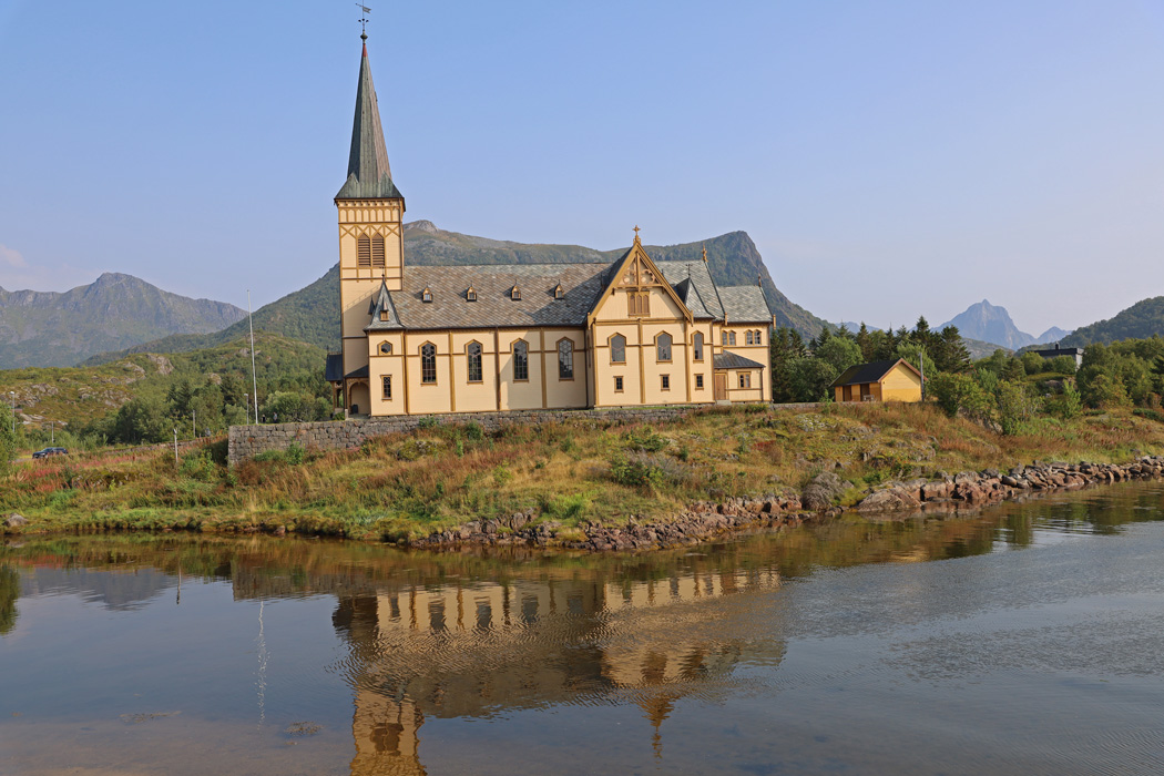 Lofotkatedralen vars officiella namn är, Vågan kirke, ligger i Kabelvåg.
