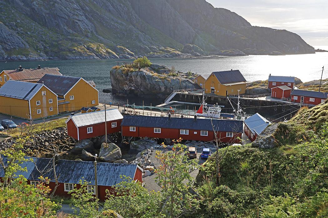 Utsikt från parkeringen som ligger högt upp i Nusfjord.