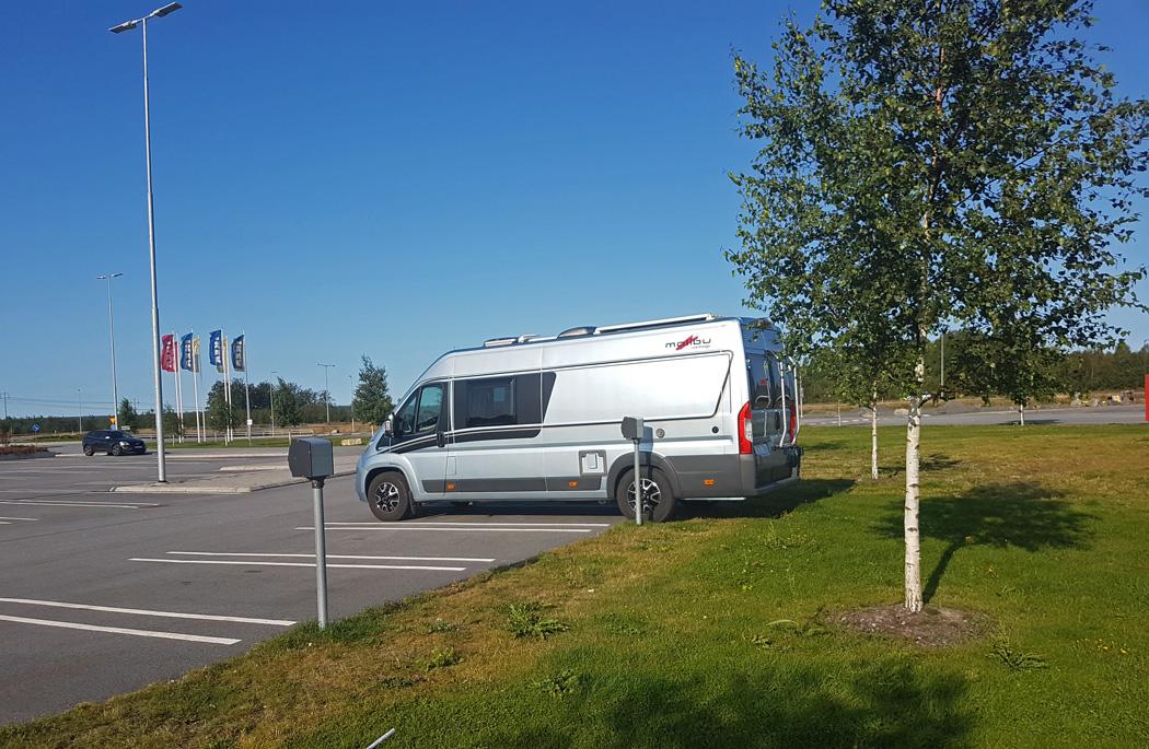 I Umeå stannade vi för natten på IKEA:s parkering.