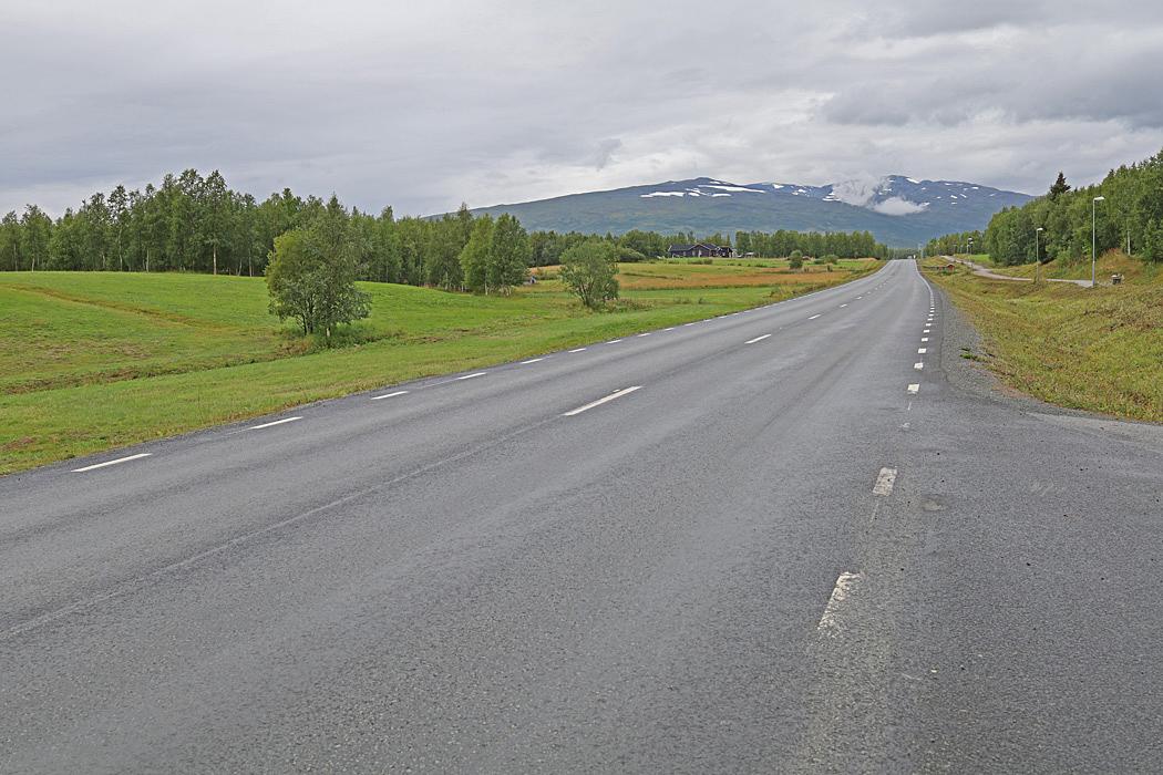 Efter Tärnaby började vi se lite snöklädda toppar.