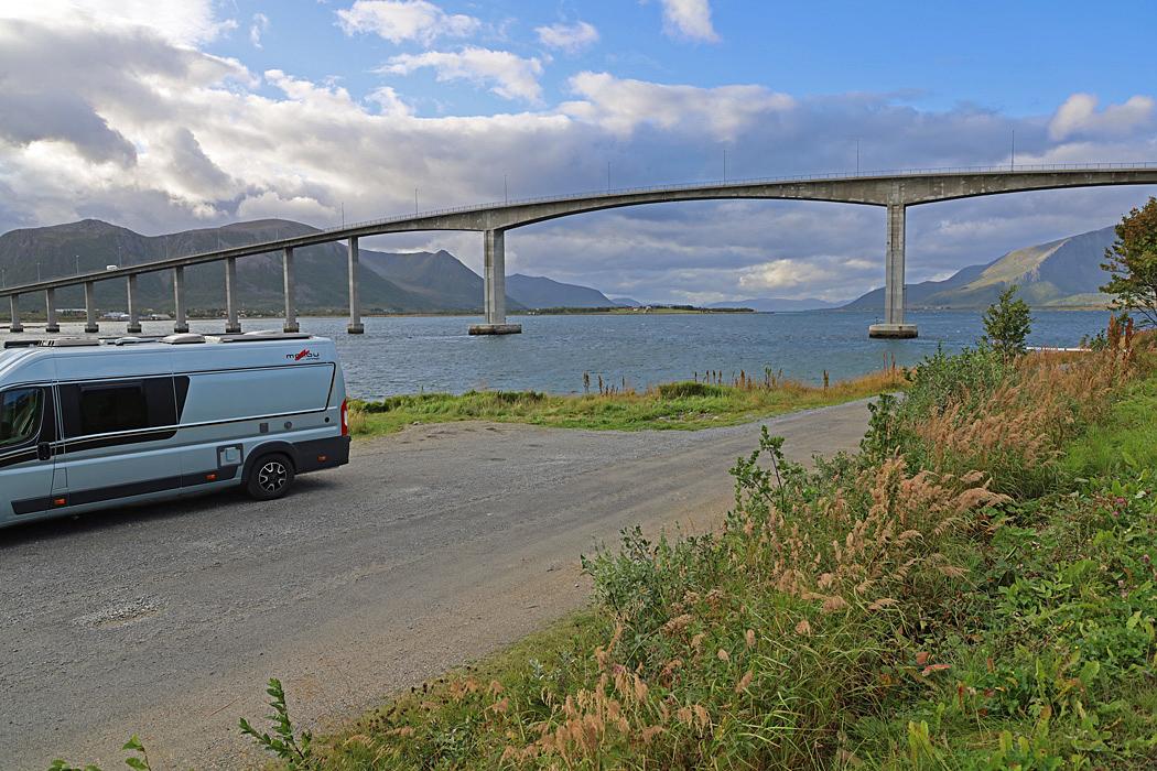 nnan vi lämnar Andöya blir det en fikapaus vid bron i  Risöyhamn.