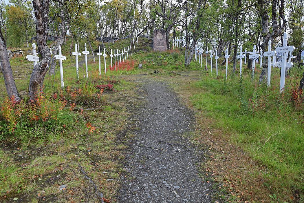 Rallarkyrkogården där många av de rallare som avled i samband med bygget av Malmbanan Riksgränsen - Kiruna ligger begravda.