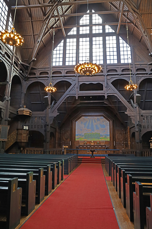 Kyrkoskeppet med altaret. Tänk att hela kyrkan ska plockas ner och återuppstå på annan plats.