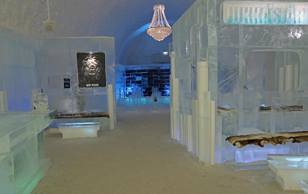 Receptionen i det åretruntöppna hotellet där allt är gjort av is.