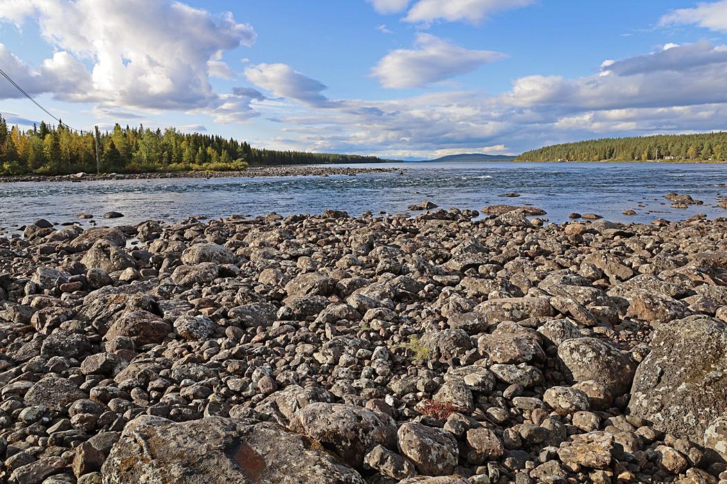 Laxforsen i Torneälv vid rastplatsen.