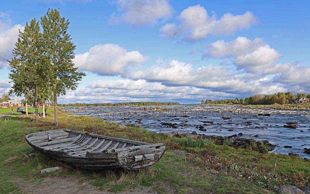 Kukkolaforsen från svenska sidan av gränsen mot Finland.