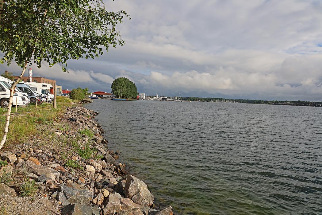 Sågens ställplats i Västervik ligger direkt vid stranden.