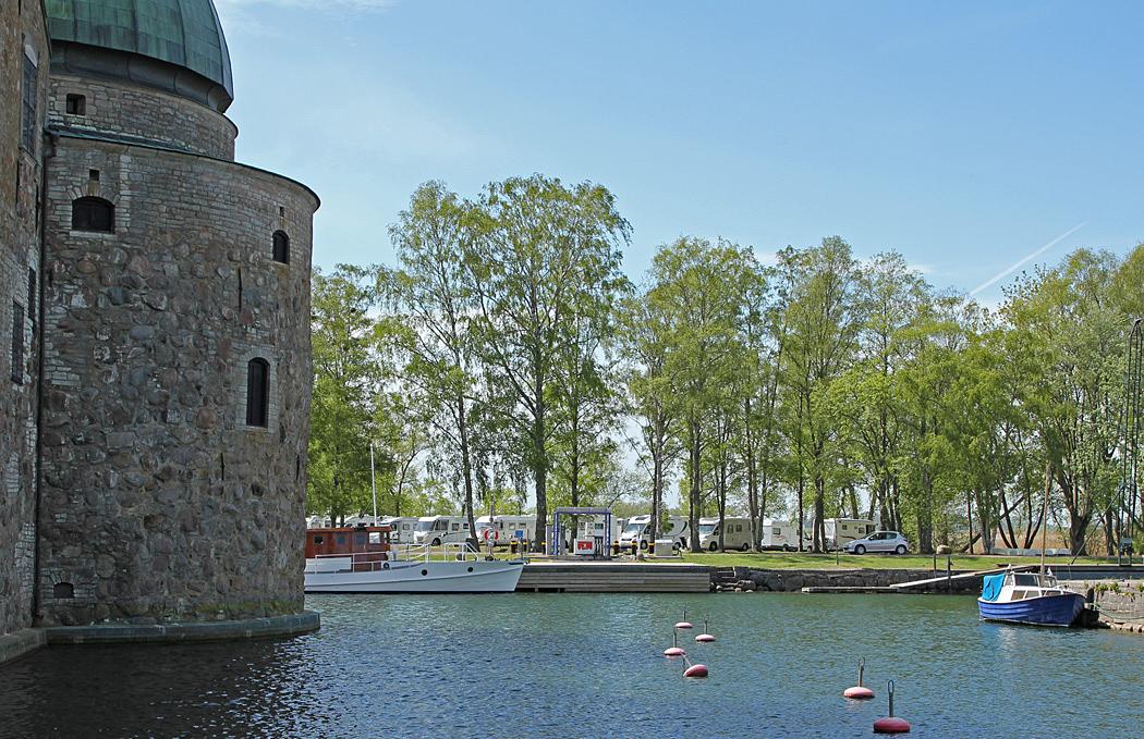 Ställplatsen i Vadstena ligger vid slottet.