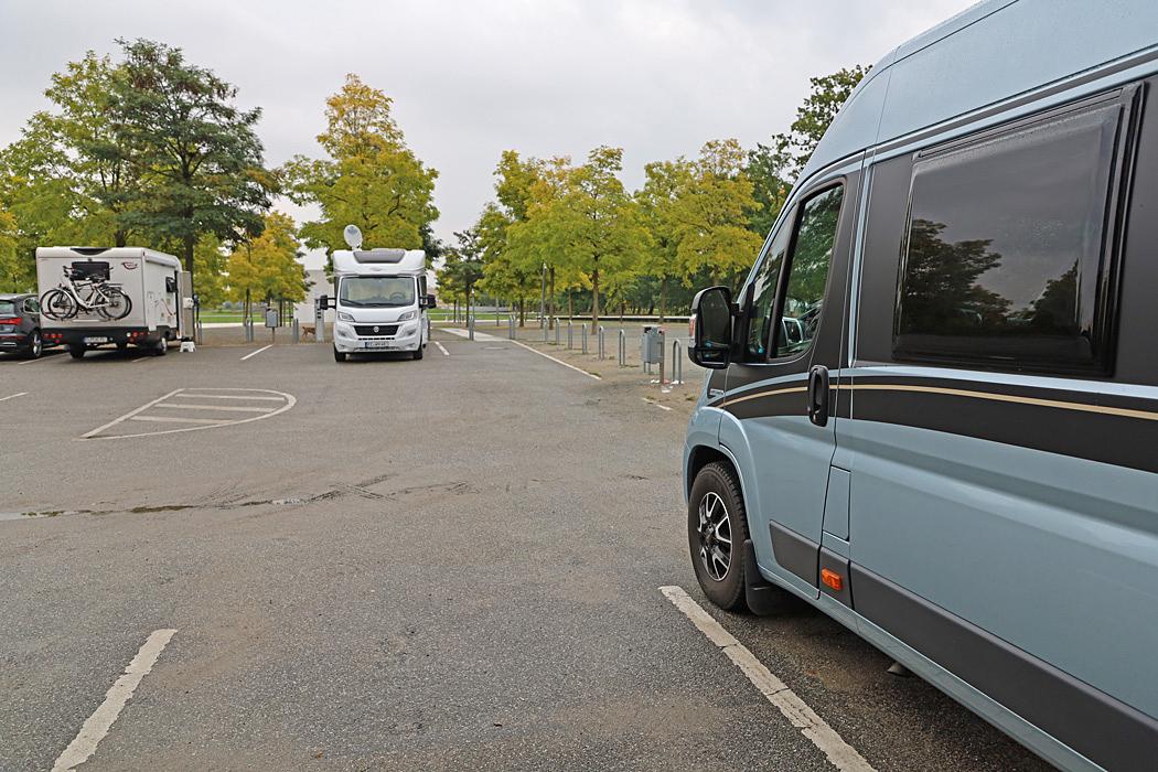Parkering vid slottsparken i Schwerin.