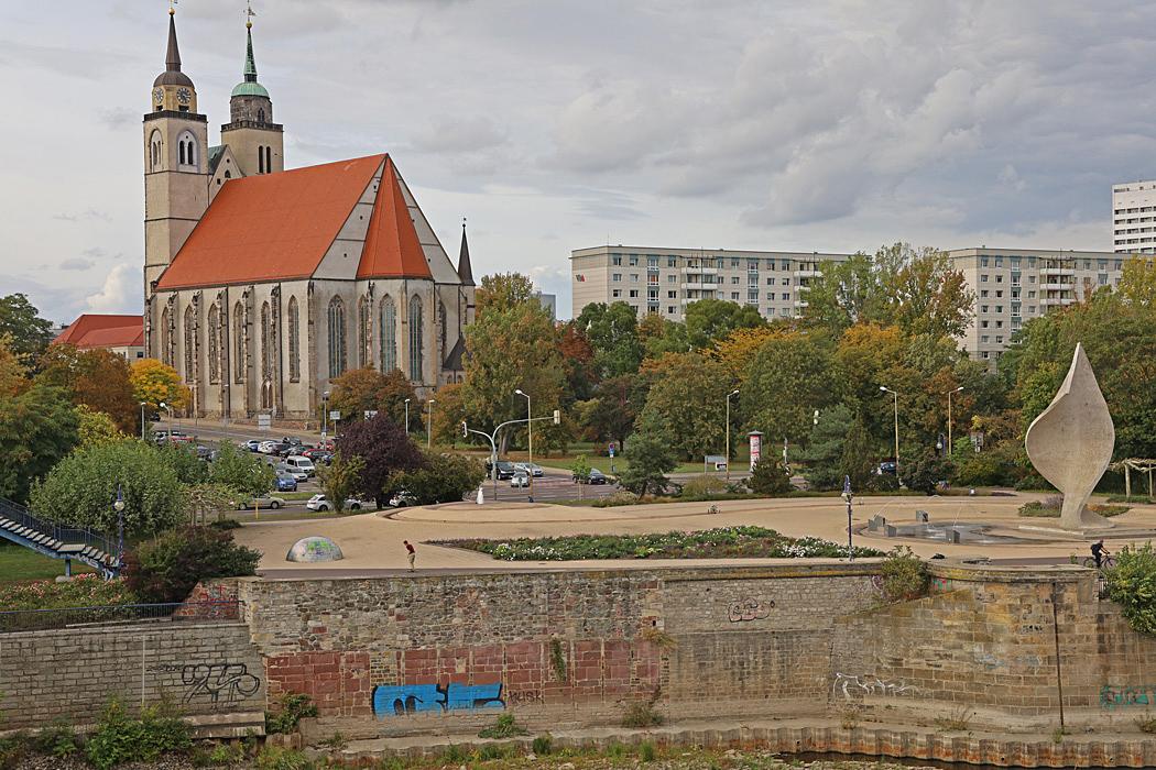 Utsikt från bron över Elbe.