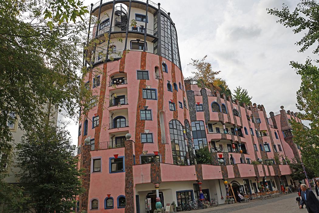 Gröna citadellet är en mycket speciell byggnad där inget fönster är det andra likt.
