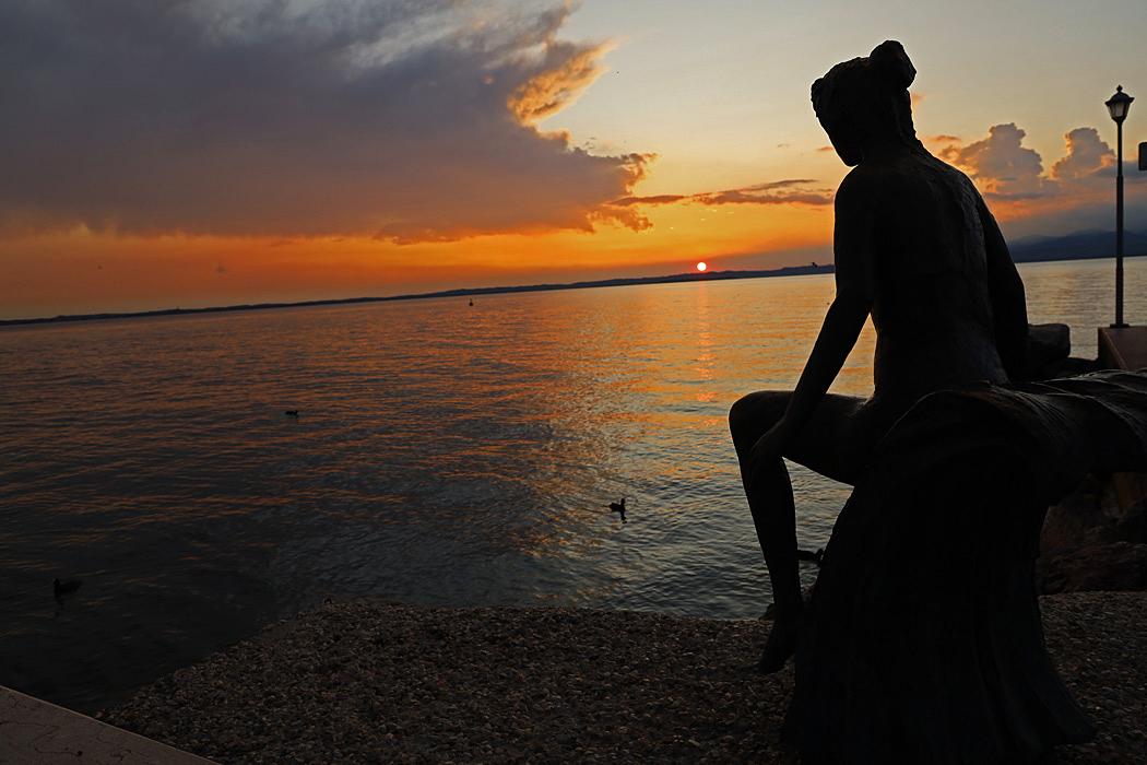 Solnedgång över Gardasjön i Lasize.