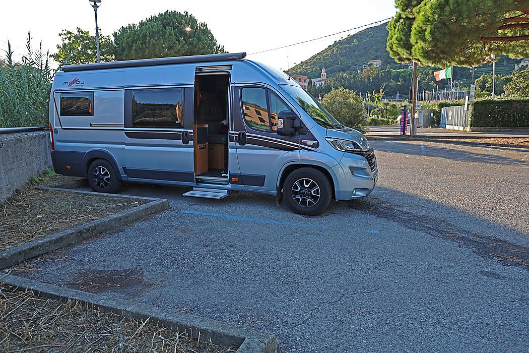 Parkering nära stationen i Levanto