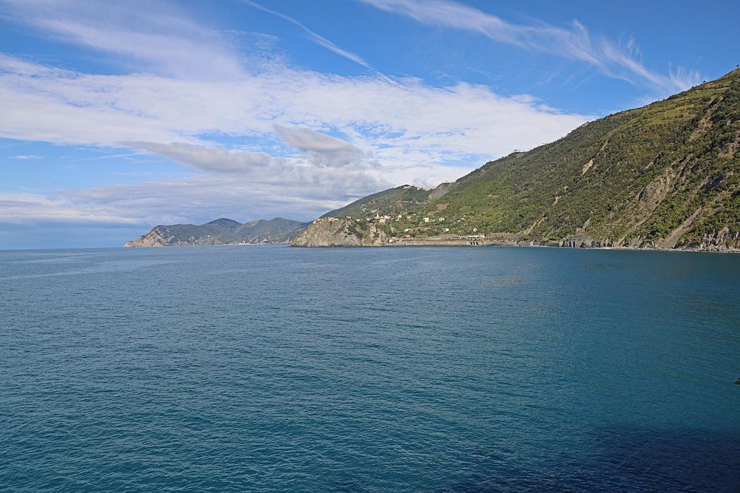 Långt där borta syns Corniglia. Fotat från Manarola.