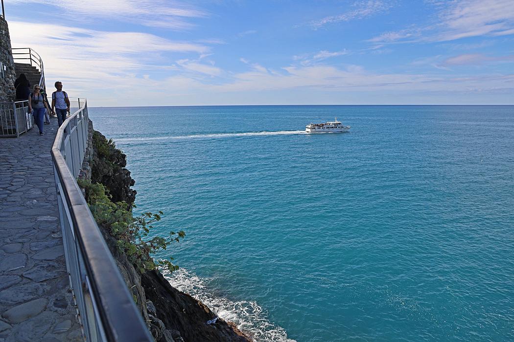 Ett bra sätt att besöka byarna i Cinque Terre är via båt.