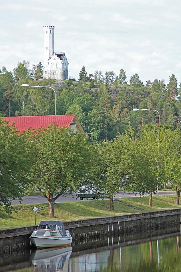 Högt uppe på berget ligger Oscarsborg i Söderhamn.