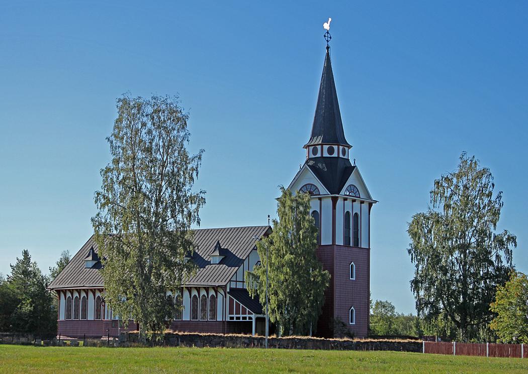 Älvros nya kyrka är en träkyrka från 1800-talet byggd i nationalromantisk stil.