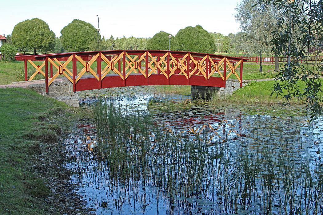 Paviljongen är omgiven av en vacker park.
