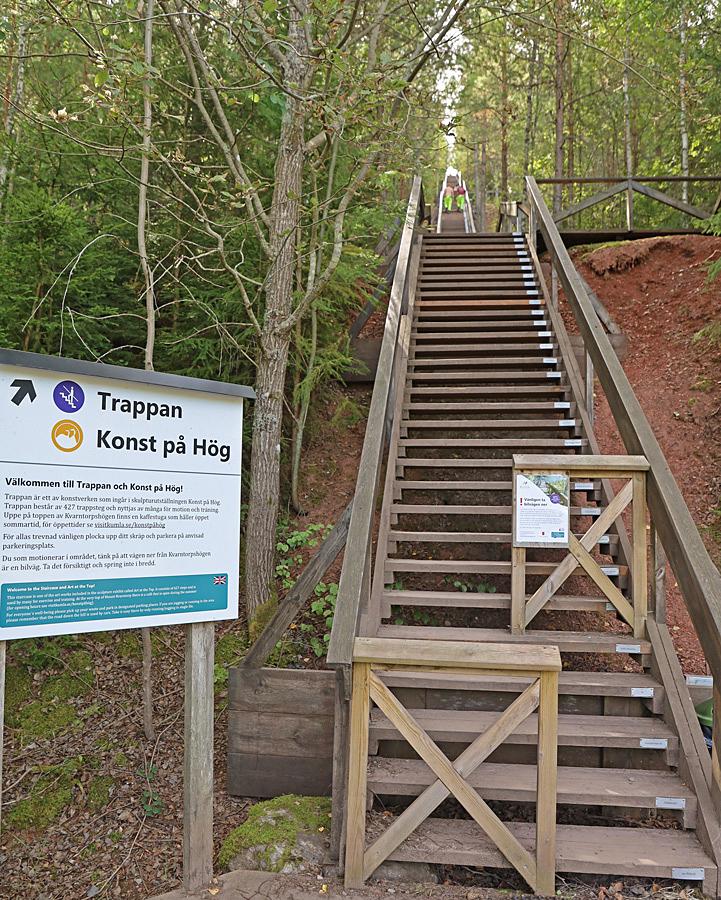 Här finns en trappa med 427 trappsteg upp till toppen. Rikligt med viloplan och bänkar för att vila trötta ben.